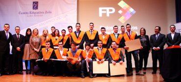 Primera promoción de alumnos graduados en FP del Colegio Zola