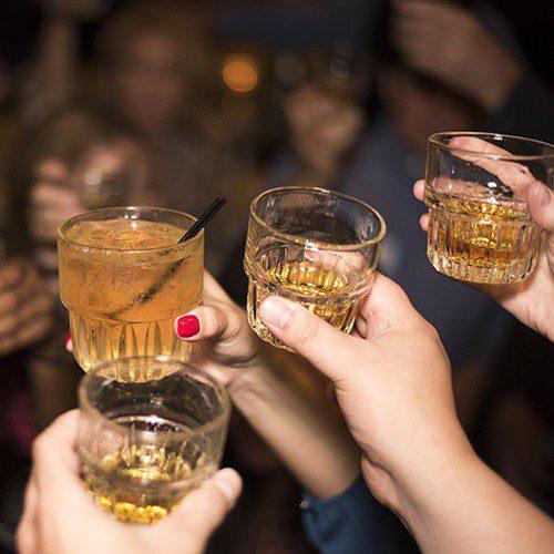 consumo de alcohol y adherencia a la dieta mediterránea entre estudiantes en españa