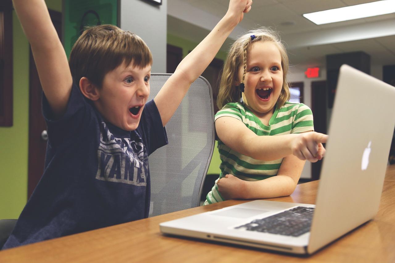 Concurso 'Ellos te enseñan', los menores en el papel de orientadores de sus padres., Concurso 'Ellos te enseñan', los menores en el papel de orientadores de sus padres., Revista NUVE