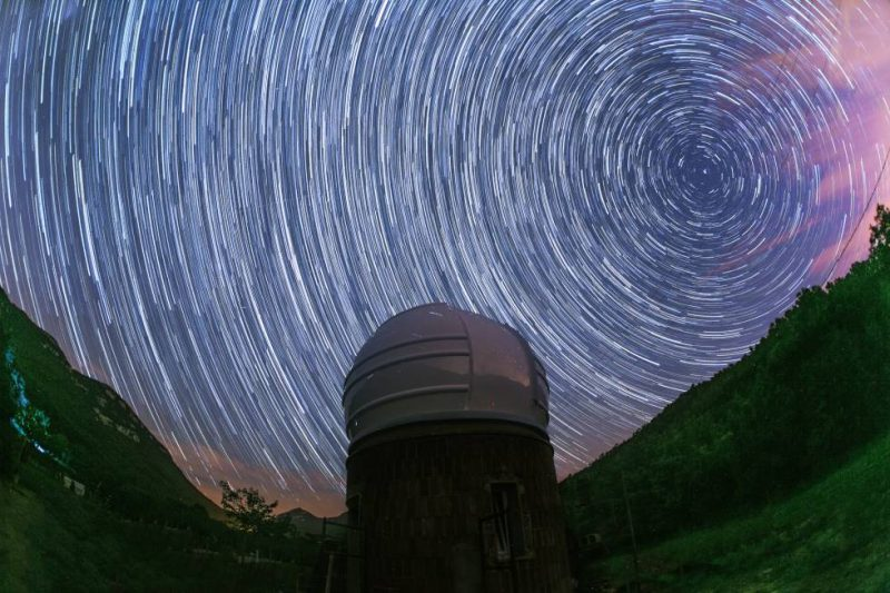Sistema Planetario Anómalo telescopio oro