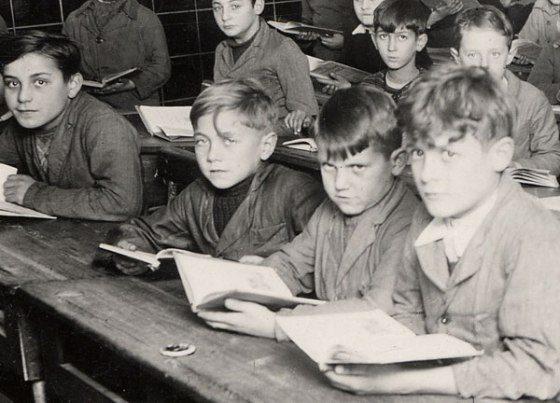 ¿Tecnificar la escuela? mejor escolarizar las tecnologías., ¿Tecnificar la escuela? mejor escolarizar las tecnologías., Revista NUVE